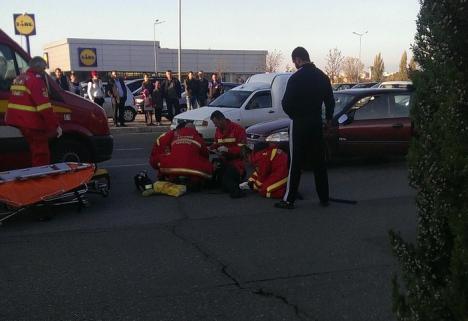 O femeie de 86 de ani, lovită de maşină lângă Lotus. Octogenara trecea strada prin loc nepermis