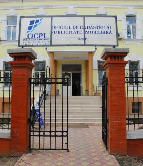 De luni, Oficiul de Cadastru Bihor se redeschide celor care vor să consulte cărțile funciare