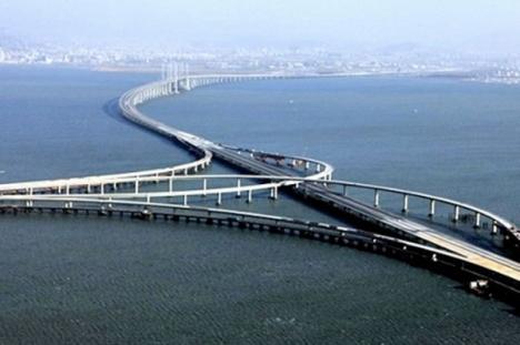 Cel mai lung pod peste apă din lume, inaugurat de chinezi