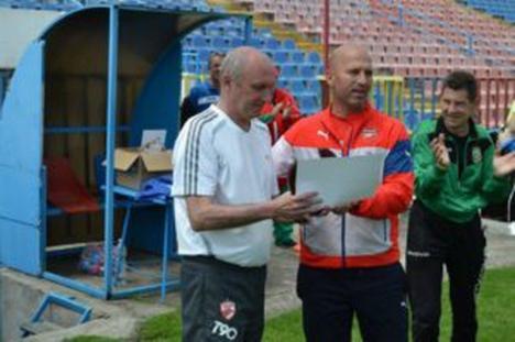Foşti fotbalişti bihoreni şi invitaţi din Ungaria au participat la prima ediţie a Cupei Old-Boys la Oradea (FOTO)