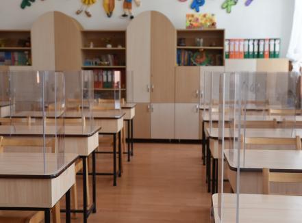 Iohannis: 'Pregătiţi copiii pentru şcoală!'. În Oradea, cel mai probabil, nu toţi elevii se vor întoarce în bănci