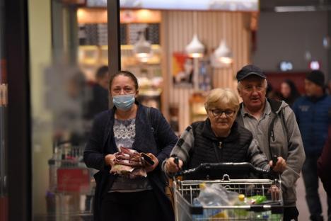 Staţi în casă! Extinderea coronavirusului provoacă reacţii din cele mai diverse. Fostul city-manager al Oradiei s-a baricadat cu familia în propria casă (FOTO)