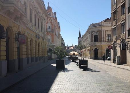 Oradea, în retragere: Străzile sunt aproape goale, prin malluri bate vântul, oamenii merg doar la supermarketurişi farmacii (FOTO)