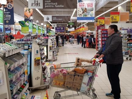 Reprezentanţii marilor magazine le transmit românilor: 'Vă rugăm să fiţi cumpătaţi şi chibzuiţi la ce şi cât cumpăraţi'