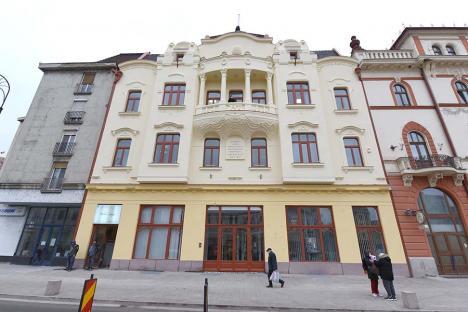 Oradea ieri, Oradea azi: De la Casă de Economii, la ARLUS, sediu BRD și Sala Florica Ungur (FOTO)