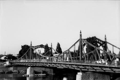 Oradea ieri, Oradea azi: Povestea podului Decebal, distrus de inundații și reconstruit de comuniști (FOTO)