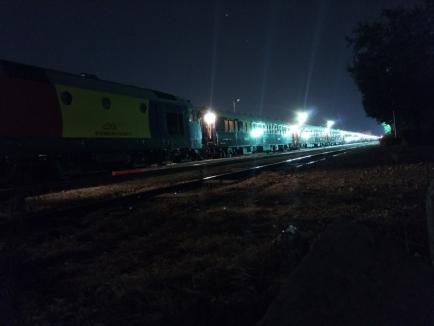 Faimosul tren Orient Express a trecut prin Oradea. A fost întâmpinat în gară de pasionaţi (FOTO / VIDEO)