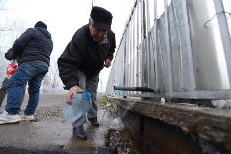 Otravă la ţeavă: Bihorenii îşi pun sănătatea în pericol consumând apă din izvoare 'miraculoase' (FOTO)