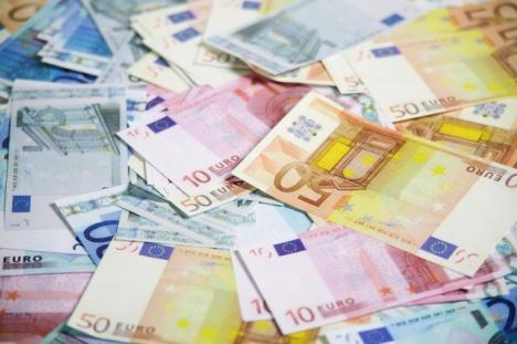 Bilanţul percheziţiilor de marţi: 43.000 de euro, sute de carduri, zeci de telefoane şi laptopuri