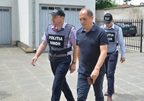 DNA Oradea a trimis în judecată primul 'cabinet' de expertiză de la Casa de Pensii: medicul Ovidiu Pleşa, acuzat de 235 de șpăgi