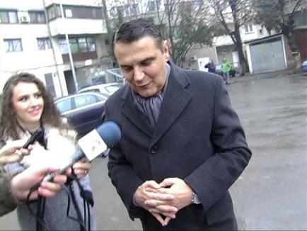 Fostul ministru al Transporturilor, Ovidiu Silaghi, a fost audiat patru ore de procurorii DNA Oradea (FOTO)