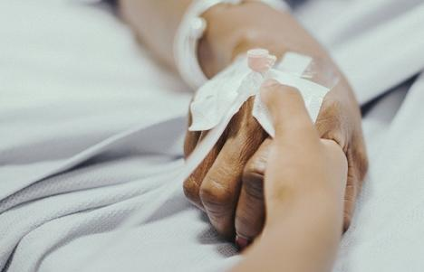 O bihoreancă de 47 ani diagnosticată cu coronavirus a murit la Spitalul Municipal din Oradea. Un alt bărbat decedat este suspect