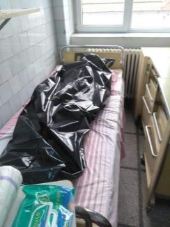 Condiţii inumane şi pacienţi ţinuţi goi în spitalul din Reșița. Managerul amendat cu 10.000 de lei (FOTO)