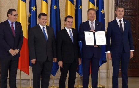 Preşedintele Iohannis şi liderii PNL, USR, PRO România şi PMP au semnat un acord de transpunere a rezultatelor referendumului pentru Justiţie în legislaţie (VIDEO)