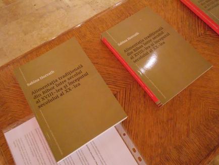 Pagini de ştiinţă: Zilele Muzeului Ţării Crişurilor au continuat cu o expoziţie şi o nouă lansare de carte (FOTO)