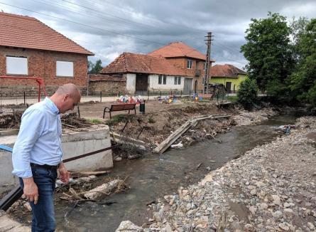 Prefectura Bihor anunţă că Guvernul a alocat 'în timp record' toţi banii ceruţi pentru victimele inundaţiilor