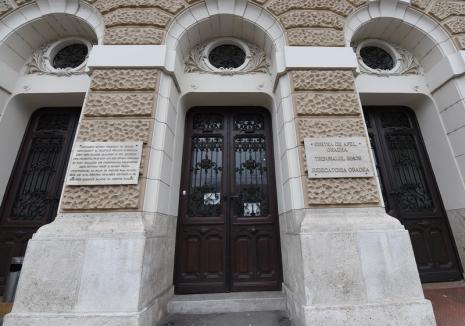 Instanţele și-au reluat activitatea. Intrarea în Palatul de Justiţie din Oradea se face numai cu mască de protecţie