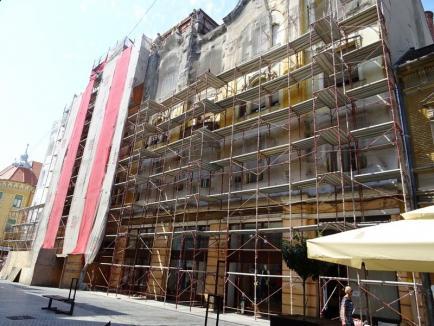 Palatul Apollo îşi recapătă frumuseţea: Cum arată unul dintre cele mai cunoscute palate din Oradea, parţial reabilitat (FOTO)