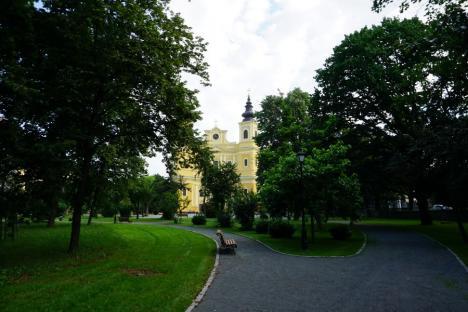 Orădenii se vor putea relaxa în grădina reamenajată aPalatului Baroc. Ce înţelegere a făcut Primăria Oradea cu Episcopia Romano-Catolică