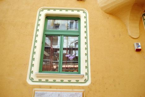Vezi cum arată! Constructorul demontează schelele de pe faţada reabilitată a Palatului Stern (FOTO)