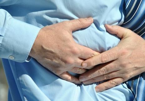 Pancreatita acută: Cum se manifestă şi cum se tratează
