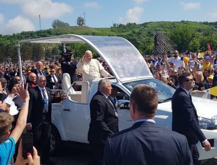 """Papa Francisc pe Câmpia Libertăţii: Beatificare a martirilor greco-catolici şi îndemn la păstrarea credinţei, împotriva """"noilor ideologii"""" (VIDEO)"""
