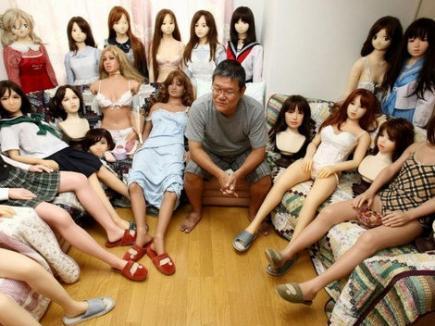 Un japonez are o colecţie de peste 100 de... păpuşi gonflabile