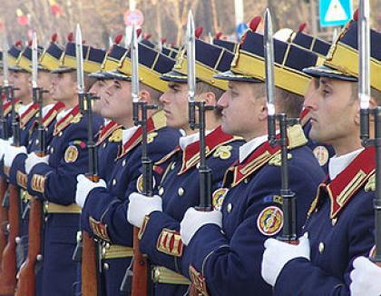 Boc i-a luat faţa lui Geoană la festivităţile de Ziua Naţională (VIDEO)