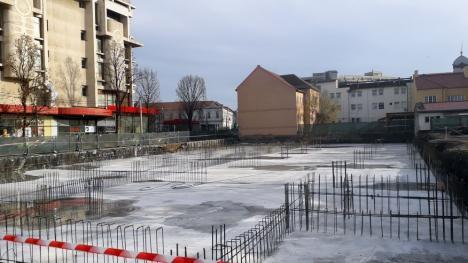 ADP Oradea: Lucrările sunt în grafic la parcarea de pe strada Braşovului, a fost turnată fundaţia principală (FOTO)