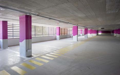 Parcarea supraterană din strada Braşovului va fi inaugurată pe 12 octombrie, de Ziua Oradiei