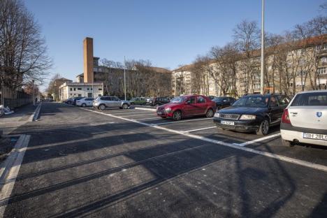 Municipalitatea orădeană a amenajat 148 de locuri de parcare în spatele şcolii Dimitrie Cantemir