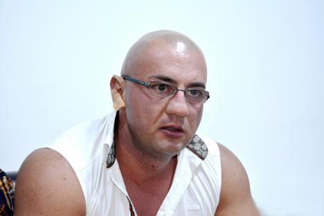 """Interlopul Răzvan Parfene a fost """"săltat"""" din Vama Borş: Bătăuşul era căutat în Austria pentru vătămare corporală (VIDEO)"""