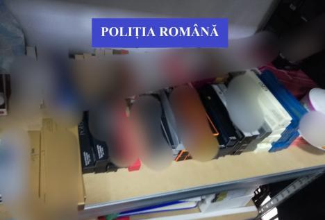 Aproape 600 de parfumuri, confiscate dintr-un magazin din Oradea. Poliţiştii bănuiesc că sunt contrafăcute (FOTO)
