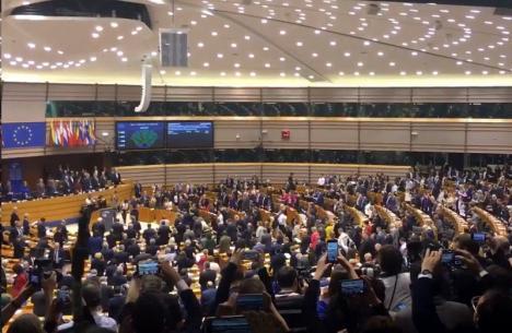 Marea Britanie iese oficial din UE. S-a cântat 'Auld Lang Syne' în Parlamentul European (VIDEO)