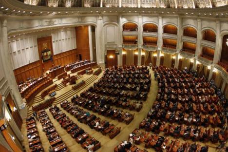 Guvernul ar putea sesiza Curtea Constituţională în cazul pensiilor speciale pentru aleşii locali