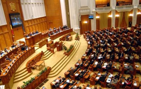 Băsescu cere Parlamentului reexaminarea legii pentru reducerea CAS