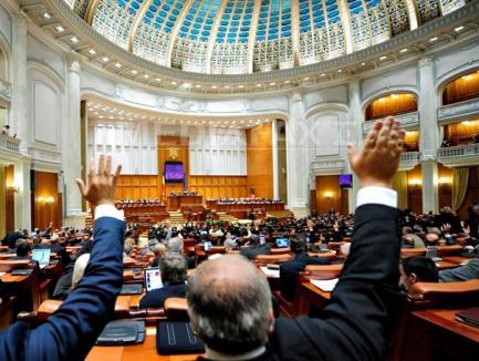 Moţiunea de cenzură a PSD, prezentată în Parlament