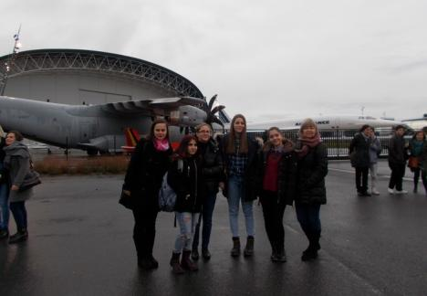 Elevii de la Colegiul Economic au văzut cum se fabrică cel mai mare Airbus de pasageri