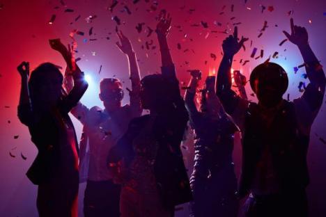 Relaxarea de la 1 august: Liber la mega-festivaluri, nunţi cu 400 de persoane şi meciuri cu arenele aproape pline (DOCUMENT)