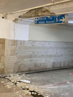 Ne cade pasajul în cap! Tunelul care duce la Gara Centrală din Oradea, tot mai degradat (FOTO)