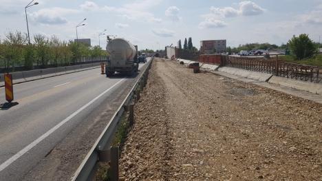 Construcţia pasajului de la Piaţa 100 a intrat în faza ridicării viitorului zid de sprijin (FOTO / VIDEO)