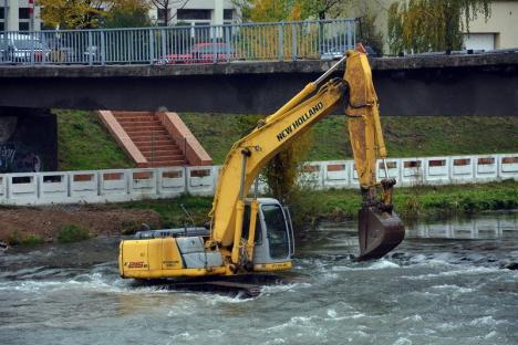 Accesul interzis! Au început lucrările de dezafectare a pasarelei de la Centrul de Calcul (FOTO/VIDEO)