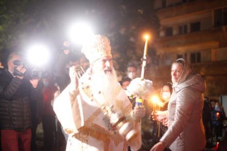 'Învierea 2.0' la Constanţa: Credincioşi înghesuiţi, fără măşti şi împărtăşiţi de Arhiepiscopul Tomisului. Un constănţean a acuzat 'slujiţi Satana!' (VIDEO)