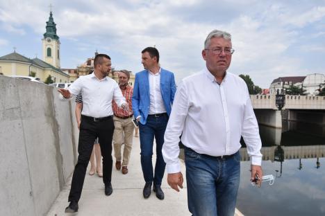 Delegatul Pásztor: Directorul Administraţiei Bazinale de Apă Crişuri, ţinut pe post dintr-o delegaţie în alta