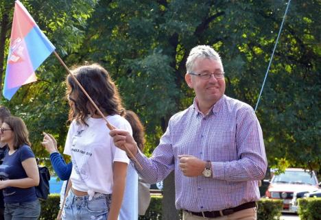 Dus de-acasă: Preşedintele CJ Bihor, Pásztor Sándor, se ţine numai de vizite prin ungurime