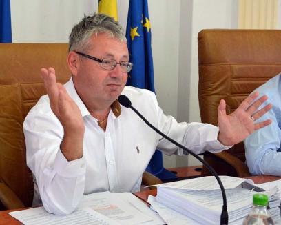 Director pentru directoare: Prins cu mâna-n banii publici, Pasztor l-a angajat pe soţul şefei de la Camera de Conturi