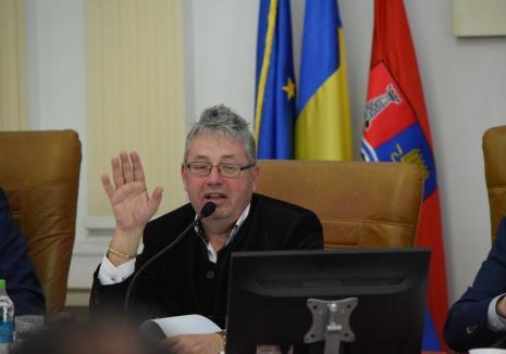 Evaluări pe alese: La Consiliul Județean Bihor, calificativele profesionale se dau pe criterii etnice