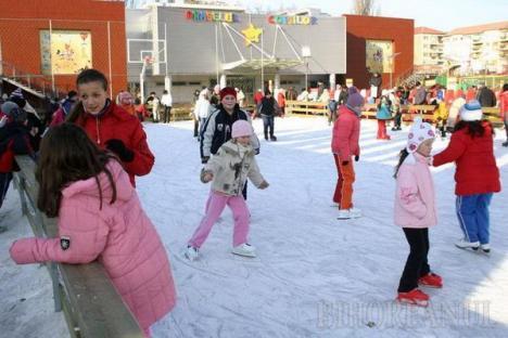 Pregătiţi patinele. Copiii vor avea intrare gratuită la patinoar în ajunul Anului Nou