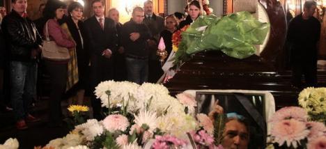 Adrian Păunescu, înmormântat cu onoruri militare