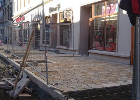 Constructorii au început lucrările de pavare cu porfir a străzii Vasile Alecsandri (FOTO)